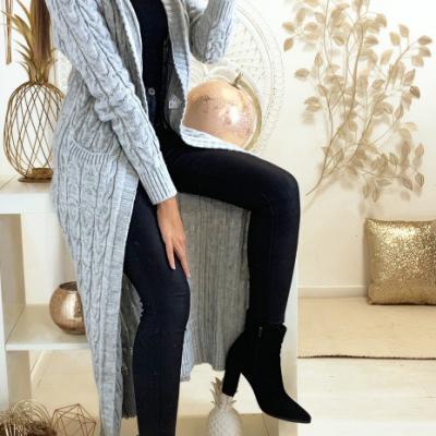 Magnifique long gilet tresse en gris avec capuche et poches